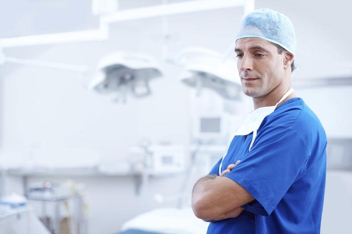 Zubní implantáty a výběr zubaře